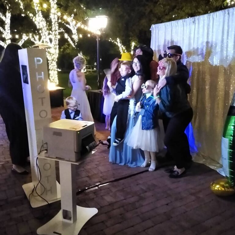 Wedding Photo Booth - Wedding Packages Available (602) 539-0996 We Offer The Highest Quality Photos & Largest Interactive Photo Booths Available. Great For Weddings, Rehearsal Dinners